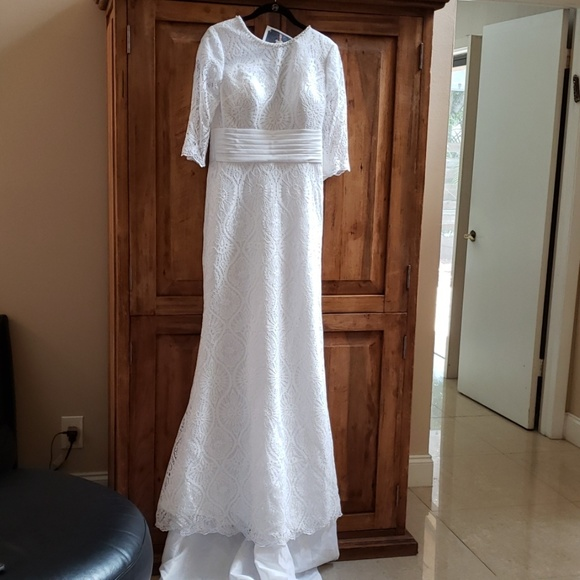 Mary's Bridal Dresses & Skirts - Stunning white Moda Bella wedding gown